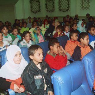 اطفال مصر الايتام ينتظرون توزيع هدايا العيد