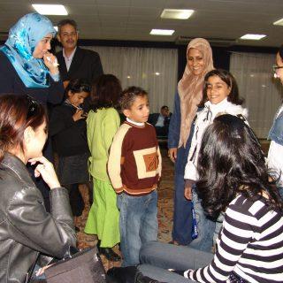 حنان نصر وفتيات العالم العربي مع محافظ بنى غازي والاطفال اث3