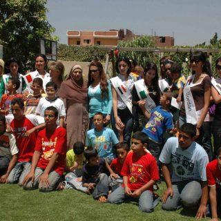 Copy of السيدة حنان نصر مع فتيات العالم العربي مع اطفال دار الاورمان