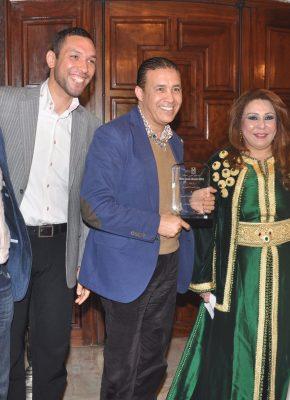 حنان نصر تكرم الفنان عبد العالي الغاوي مع نادين فهد عائلة السراج المغربيه-min